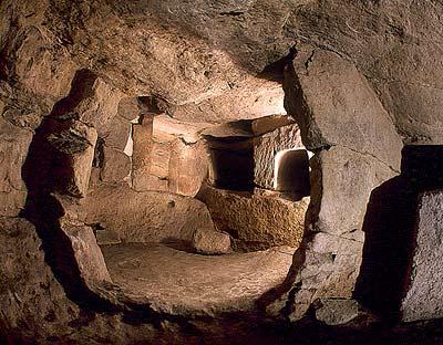 The 6,000-Year-Old Underground Labyrinth: The Ħal Saflieni Hypogeum of Malta Midroom