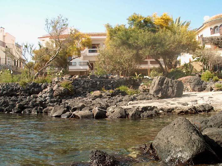 Affittasi appartamenti in villa sul mare a giardini naxos taormina mare sicilia - B b giardini naxos sul mare ...